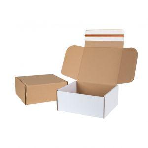 Pudelko fasonowe e-commerce 295x255x125 mm z tasiemka zrywajaca i paskami klejowymi